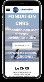 mockup_i_phone_page_portfolio_page_fondation_cnrs_la_boussole_cherbourg